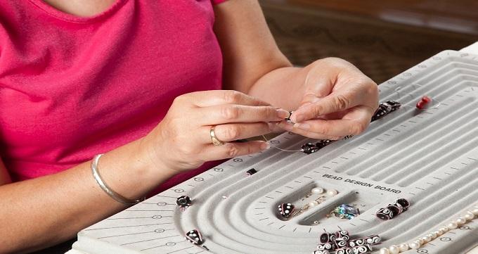 f59e00c909cd Con el fin de promover la competitividad de los empresarios de la industria  de la joyería y bisutería en materia de productividad